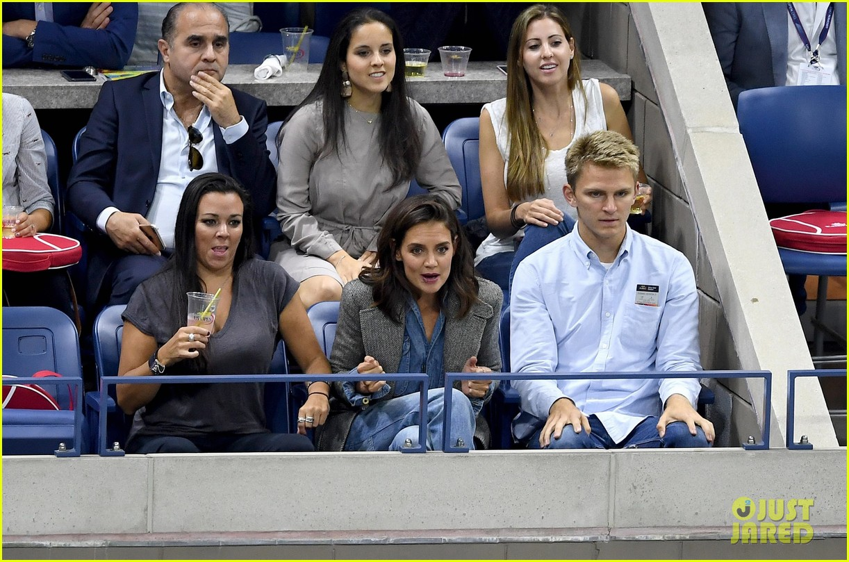 katie holmes was on the edge of her seat at us open match 03