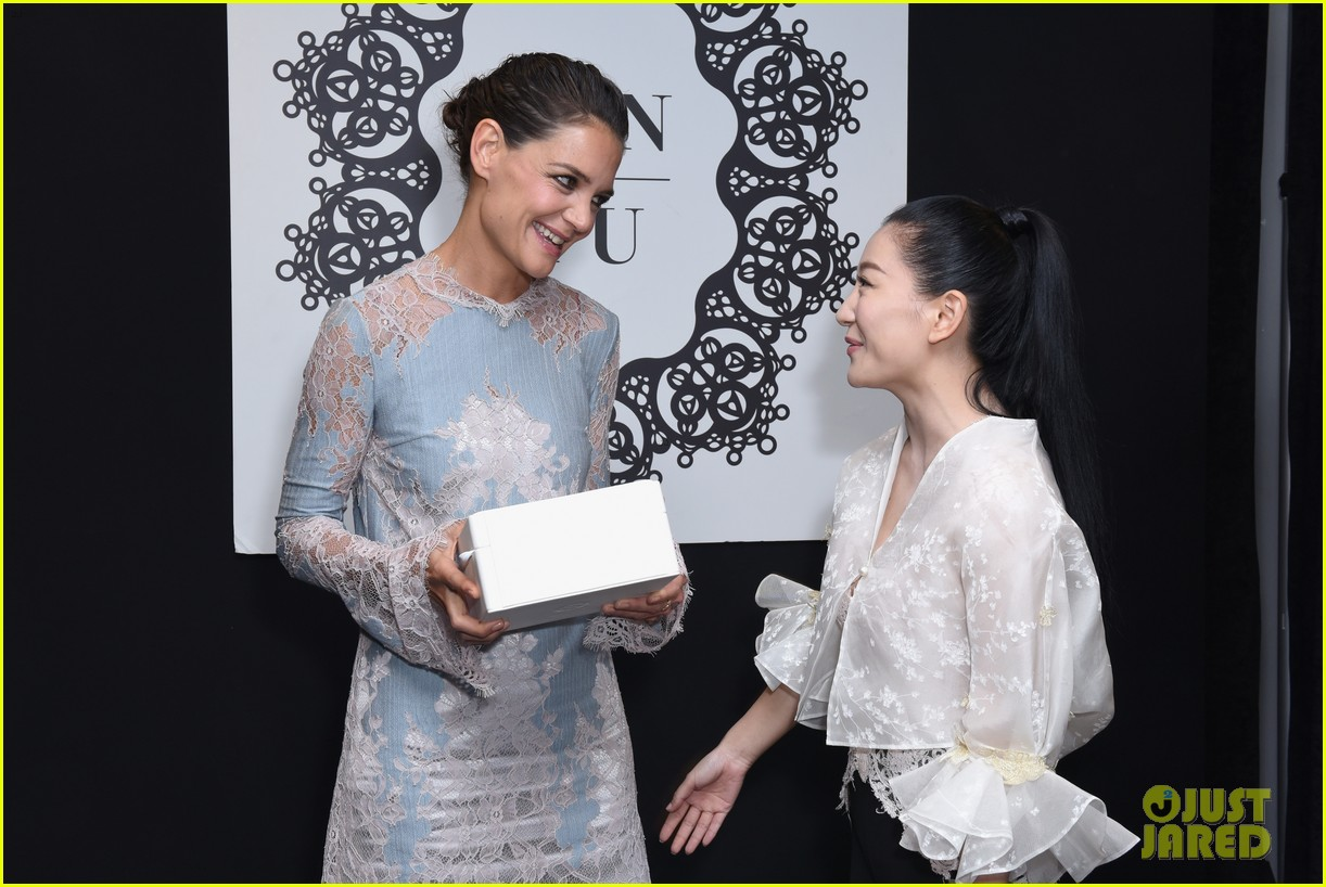 katie holmes is lovely in lace at lanyu fashion show 033955322