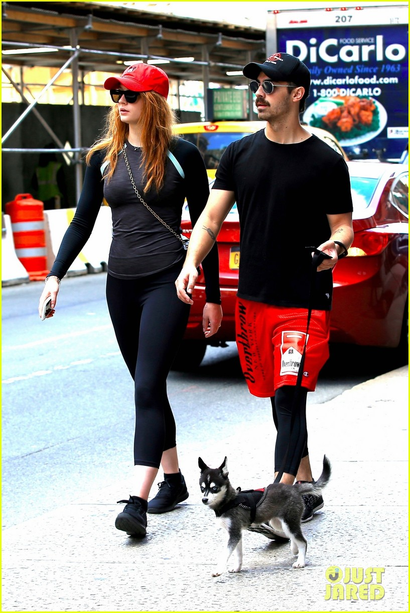 joe jonas sophie turner and their dog step out in coordinating outfits 013953746