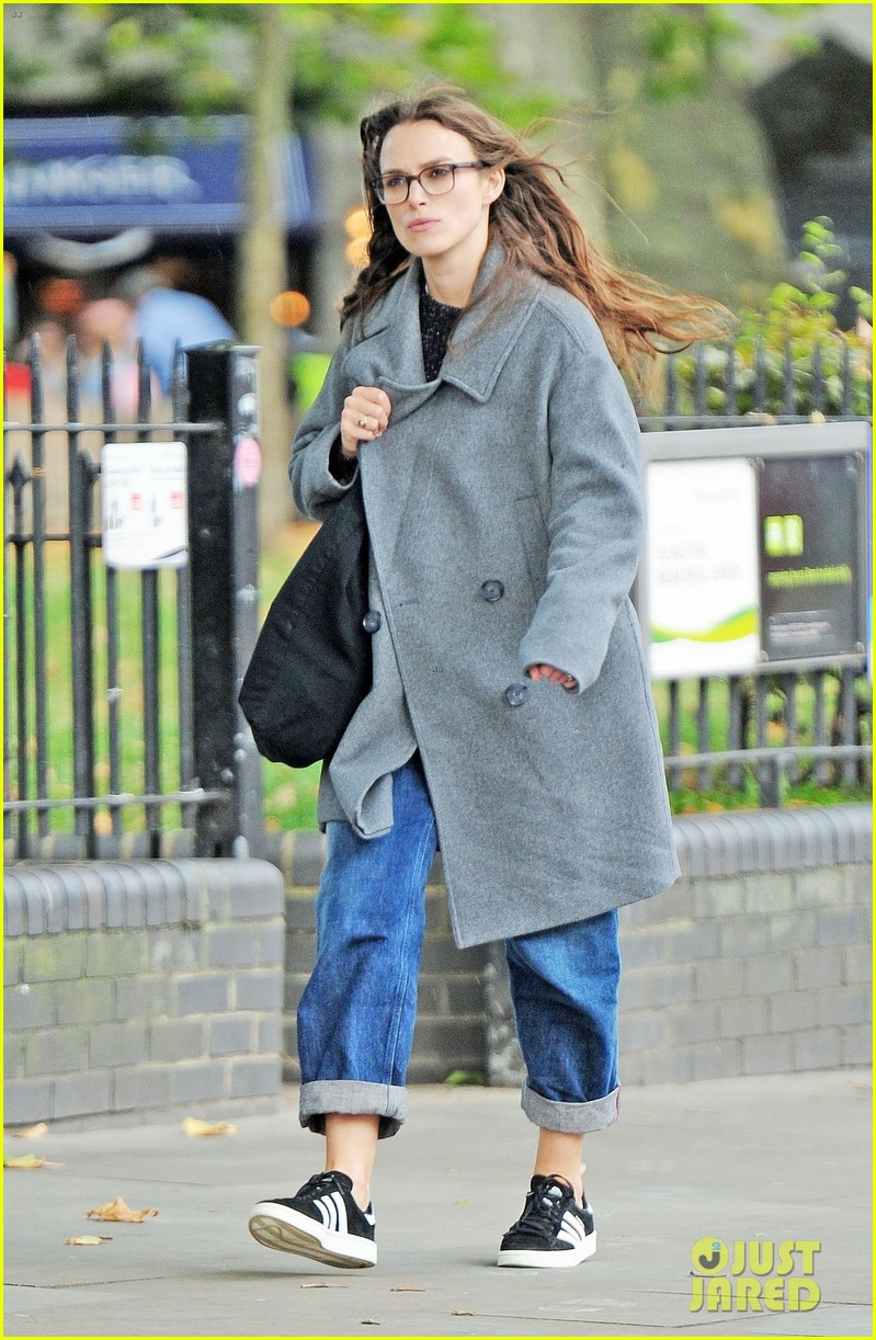 keira knightley errands in london 023956447