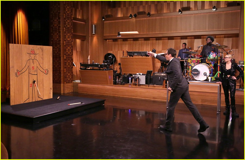 jennifer lawrence axe throwing contest jimmy fallon 053956011