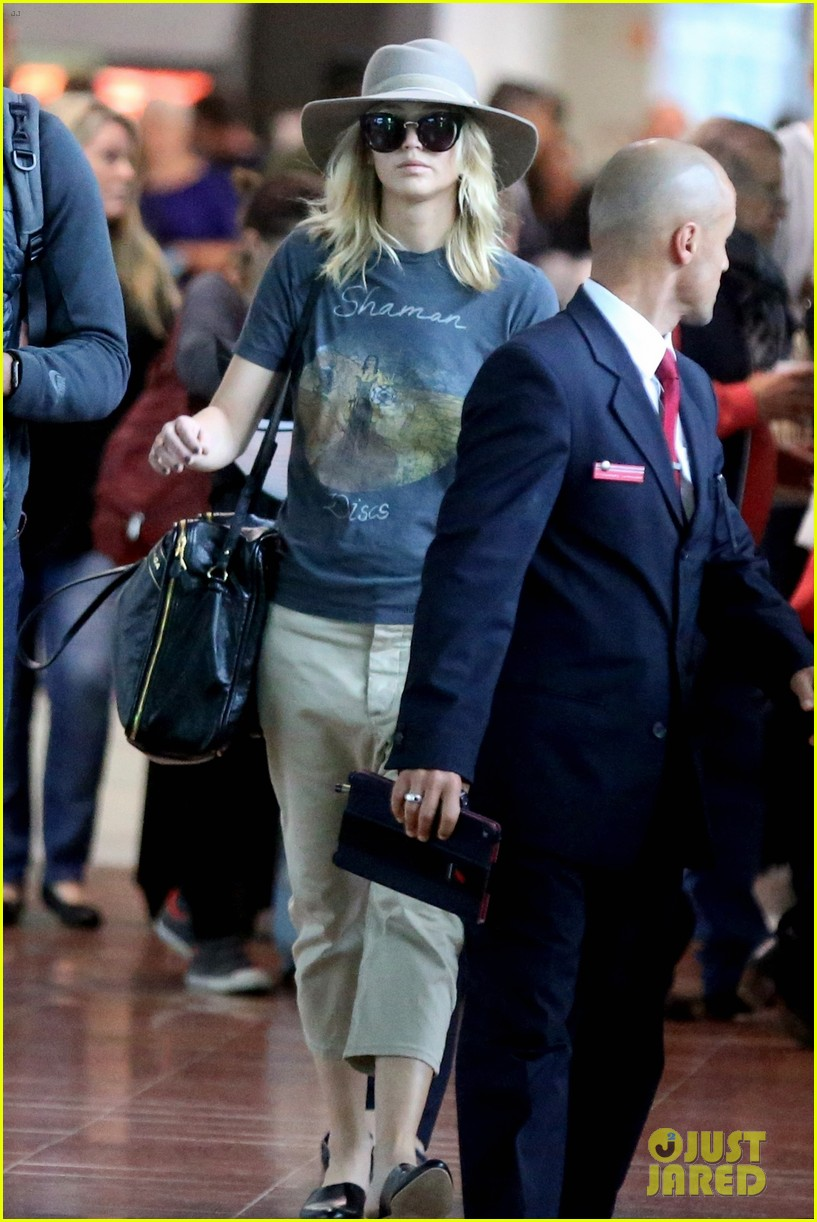 jennifer lawrence touches down in paris for fashion week 043965400