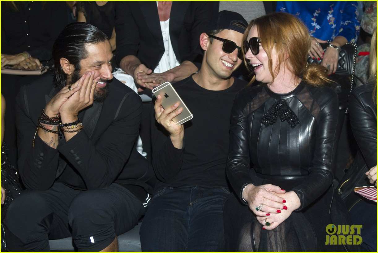 lindsay lohan sings happy birthday to her mother dina 063960260