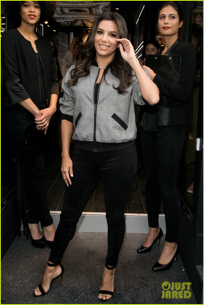 eva longoria is covered in colors at loreal fan meet and greet 023960595