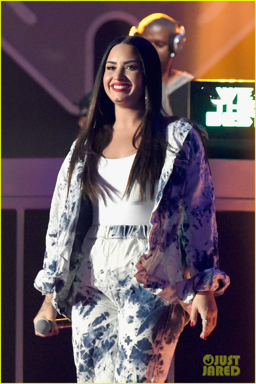 demi lovato jet sets for surprise iheartradio performance 01