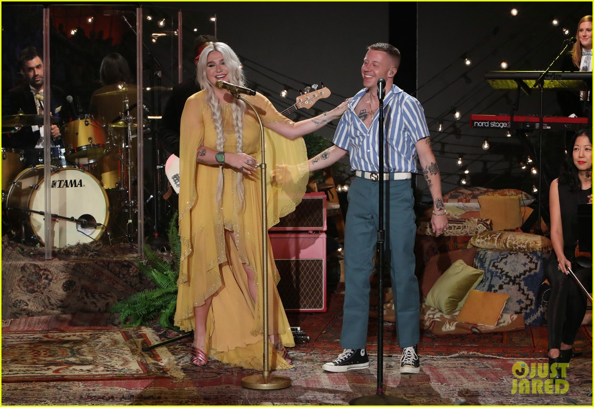 macklemore kesha perform good old days on ellen 023964154