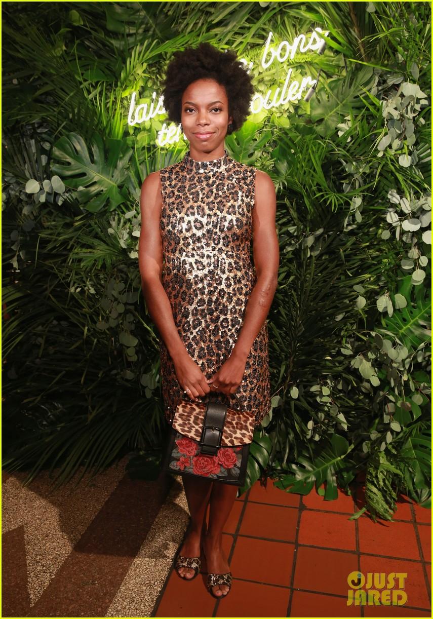 kate mara elisabeth moss fashion week 053952990