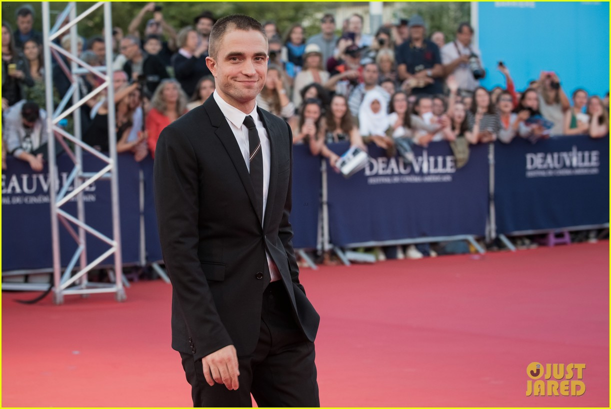 robert pattinson accepts special honor at deauville film fest 133949619