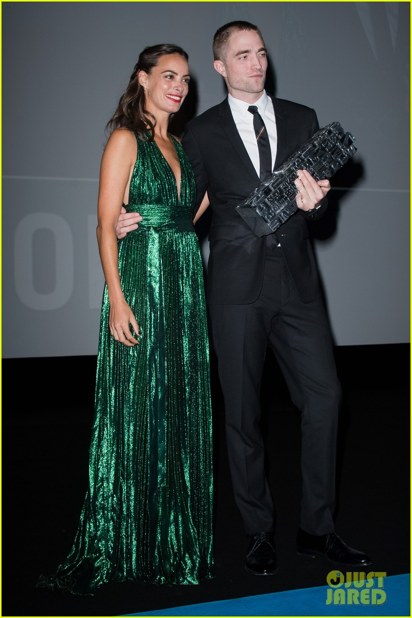 robert pattinson accepts special honor at deauville film fest 213949627
