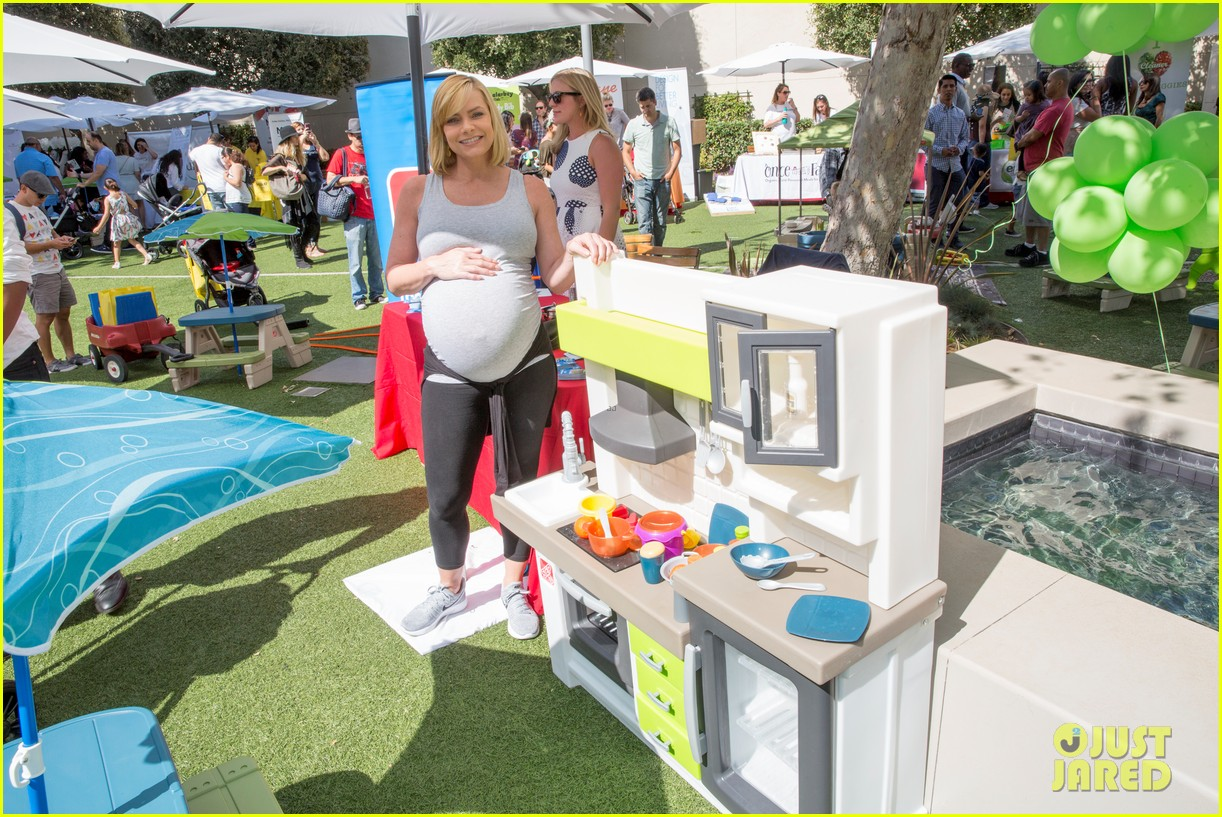 jaime pressly baby bump pregnant with twins 123963735