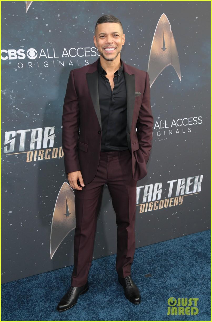 anthony rapp wilson cruz talk gay romance in star trek discovery 553961347
