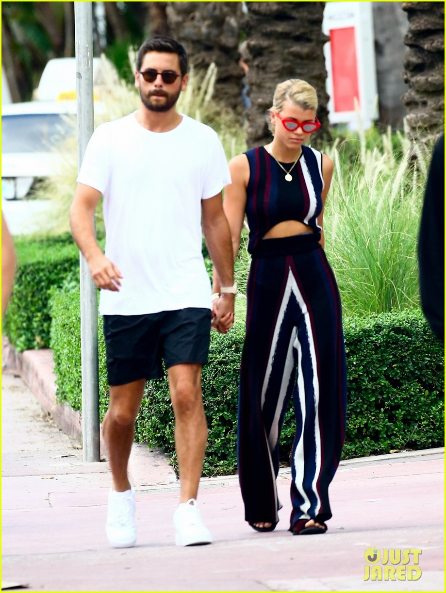 scott disick sofia richie continue pda filled vacation 013963704