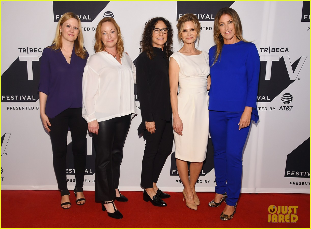 kyra sedgwick gets support from hubby kevin bacon at ten days in the valley premiere 033964024