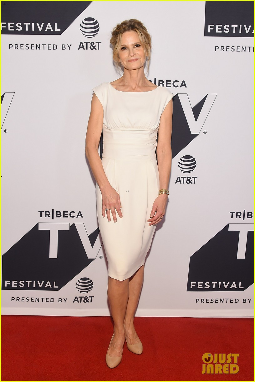 kyra sedgwick gets support from hubby kevin bacon at ten days in the valley premiere 113964032