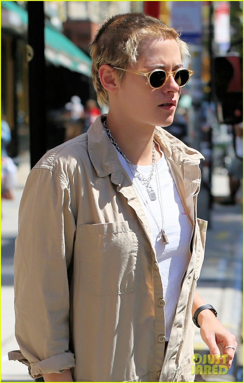 kristen stewart and stella maxwell couple up for lunch date 093949264