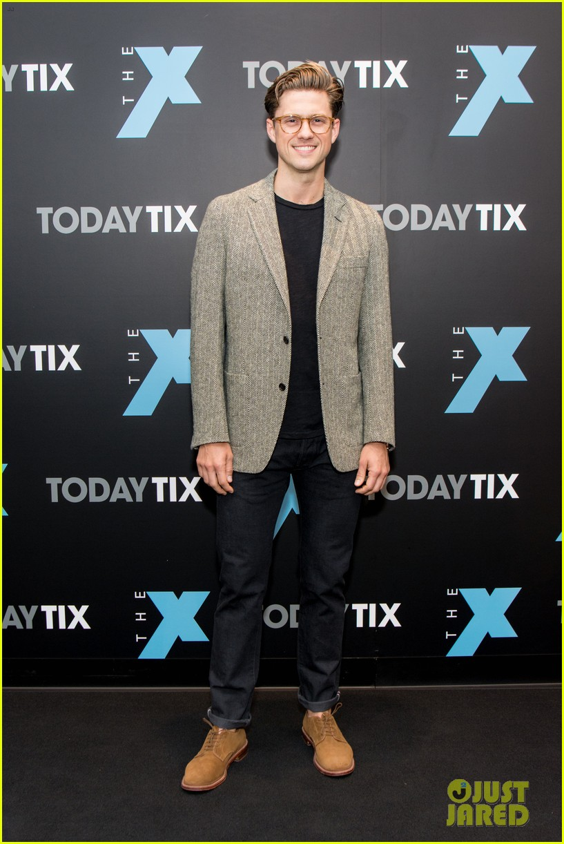 aaron tveit helps launch the x magazine with laura osnes 023965152
