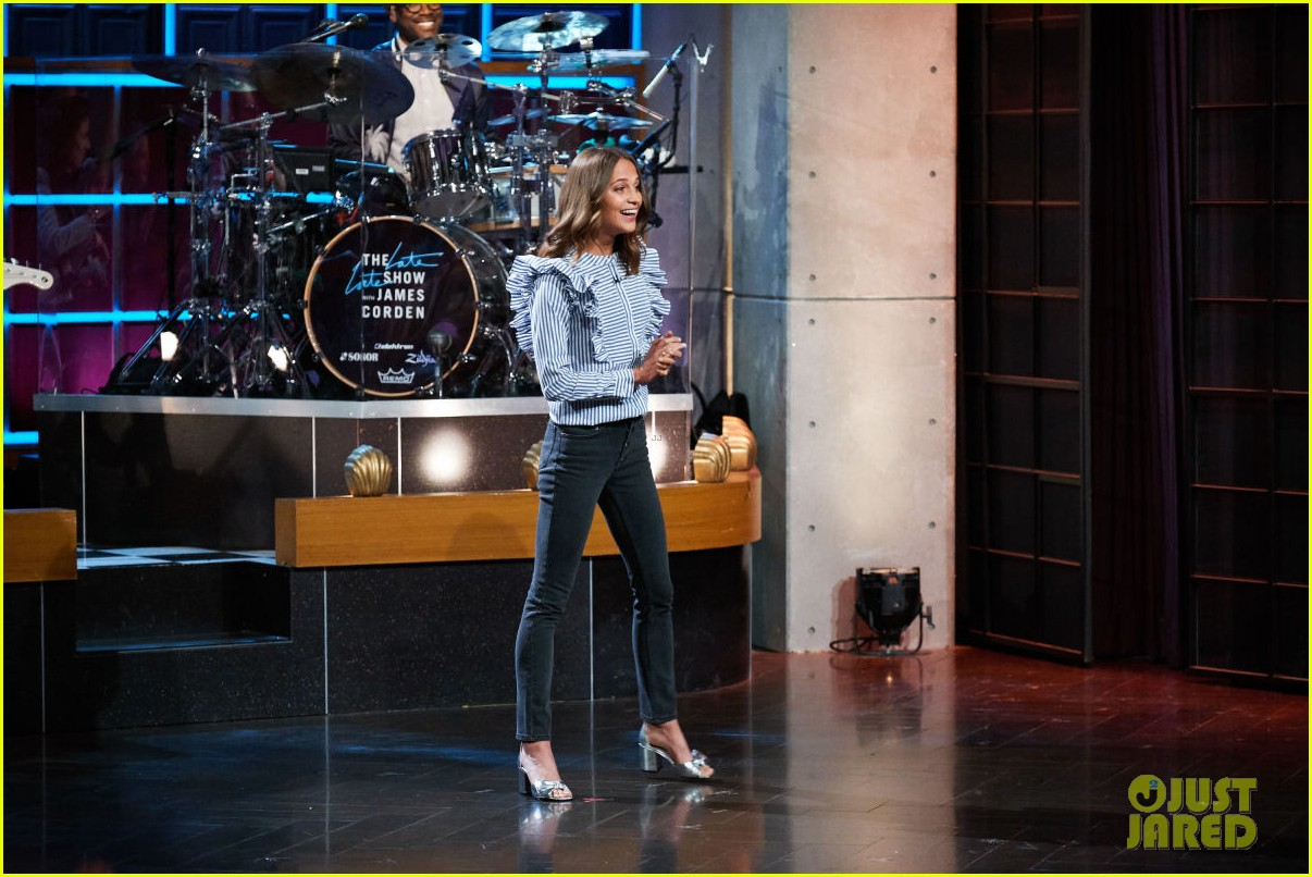 alicia vikander james corden debut tomb raider trailer on the late late show 093961492