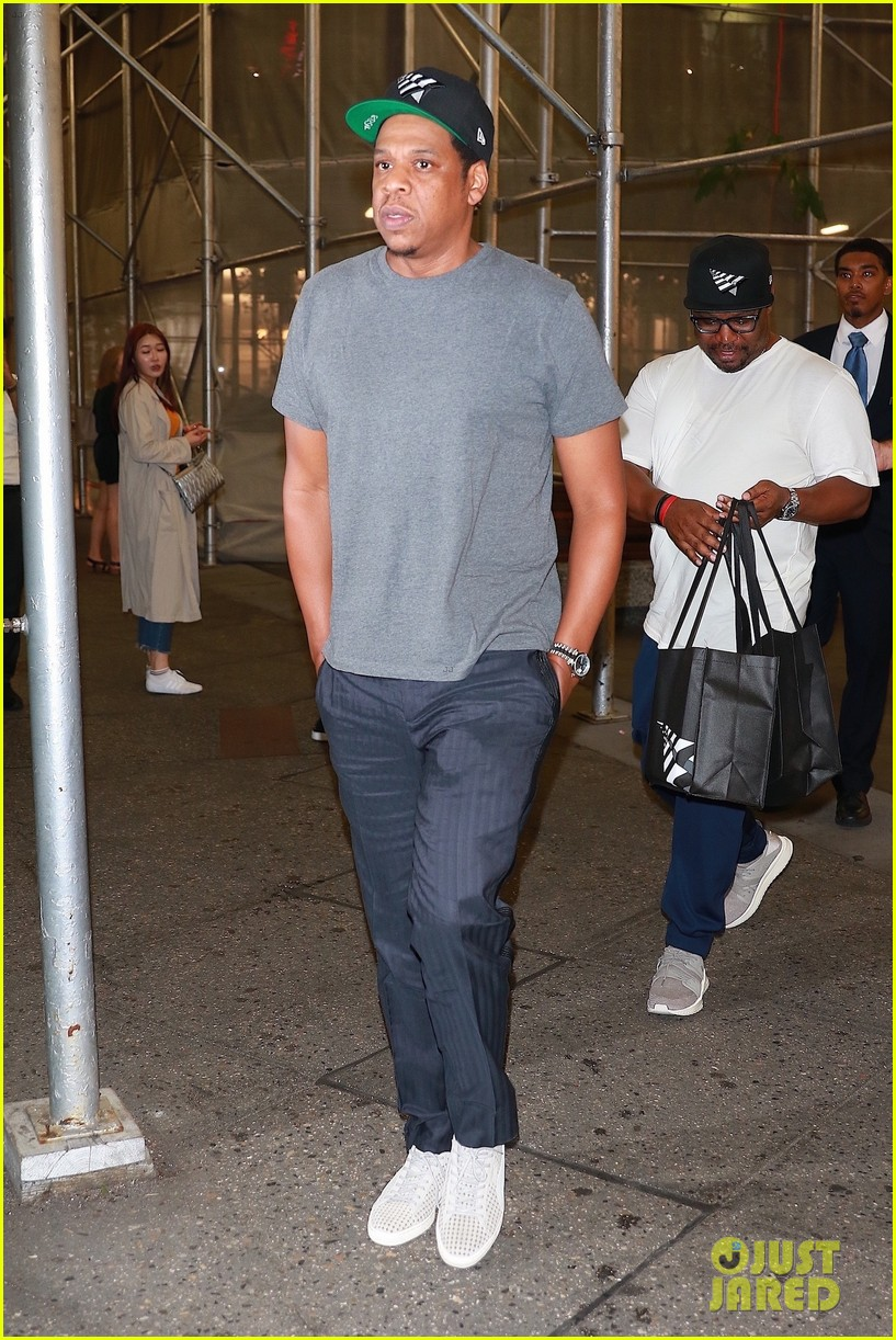 jay z enjoys a night out with friends in nyc 033966046