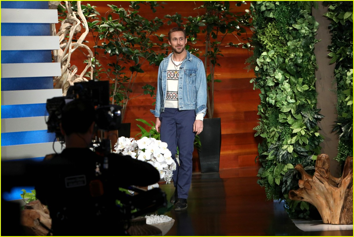 ellen degeneres runs and jumps into ryan goslings arms 023968829