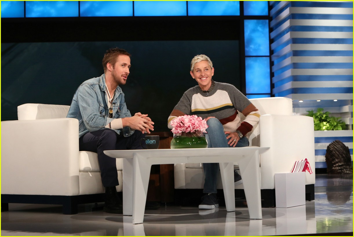 ellen degeneres runs and jumps into ryan goslings arms 053968832
