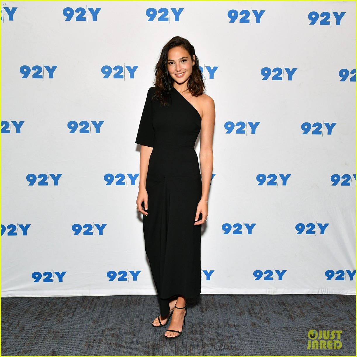 gal gadot is nervous about hosting snl my fear is to speak like a dummy 043966940