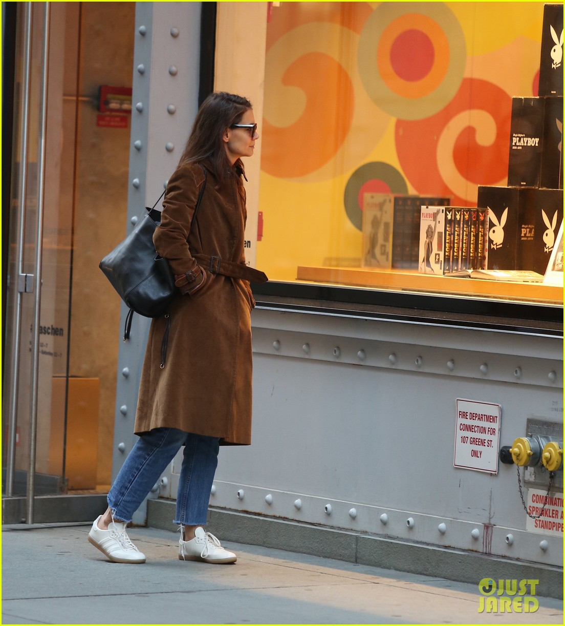 katie holmes rides the subway just like the rest of us 033972986