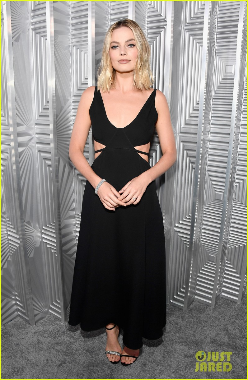 jennifer lawrence margot robbie elle women in hollywood event 023973487