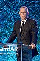 julia roberts gets honored at amfar gala 02