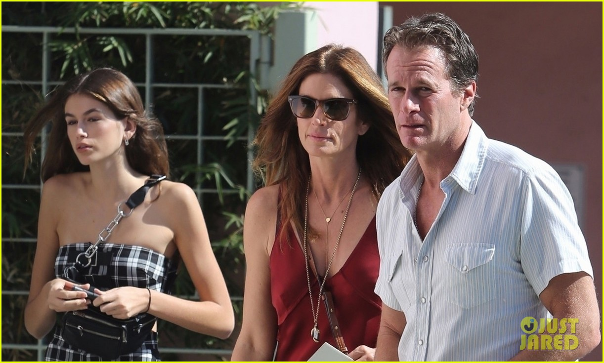 kaia gerber cindy crawford step out 033973238