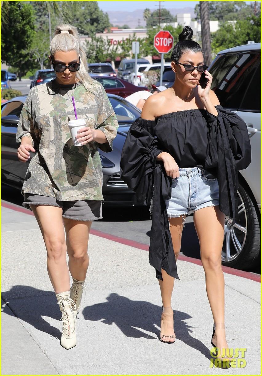kim kourtney kardashian go shopping for baby essentials 053970157
