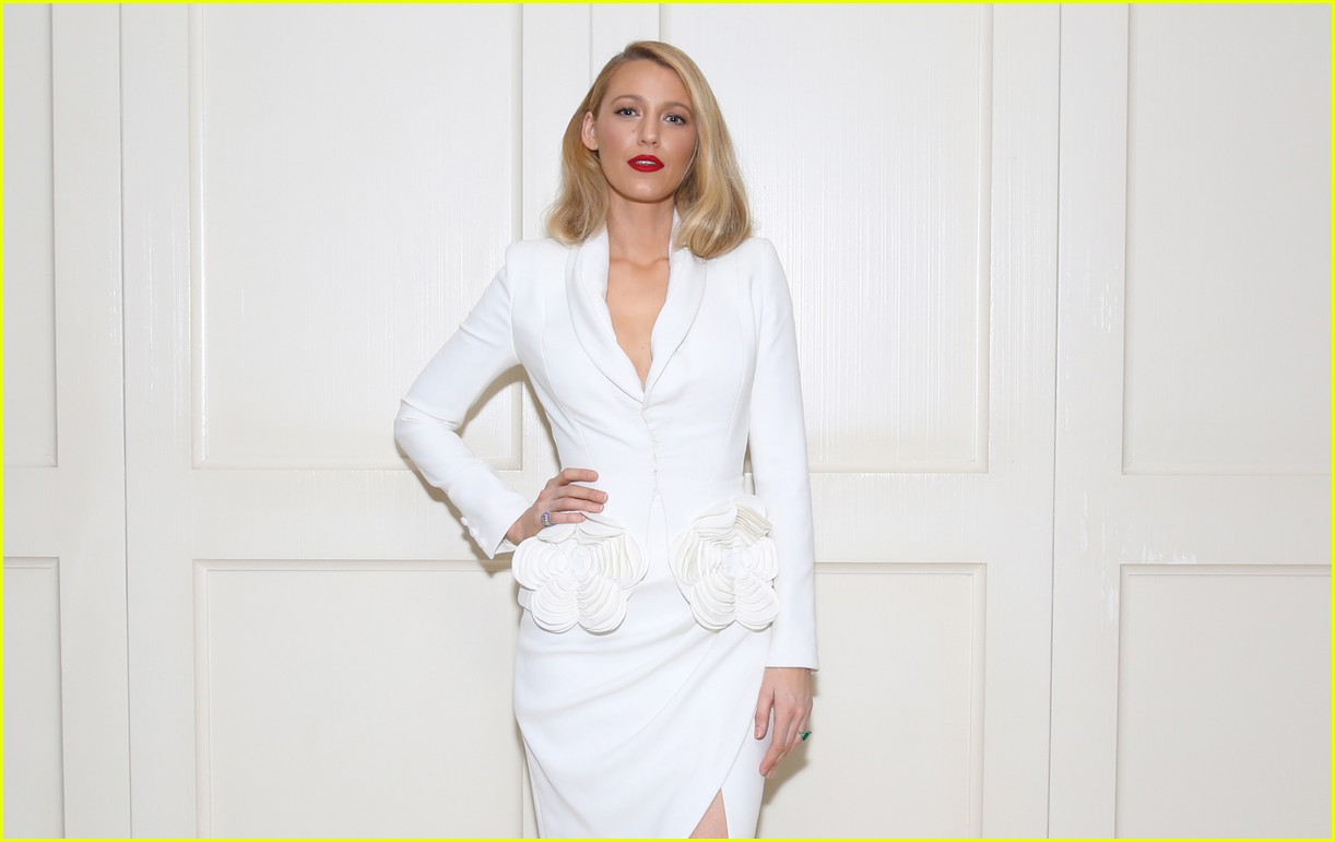 blake lively debuts shorter hair 503971072
