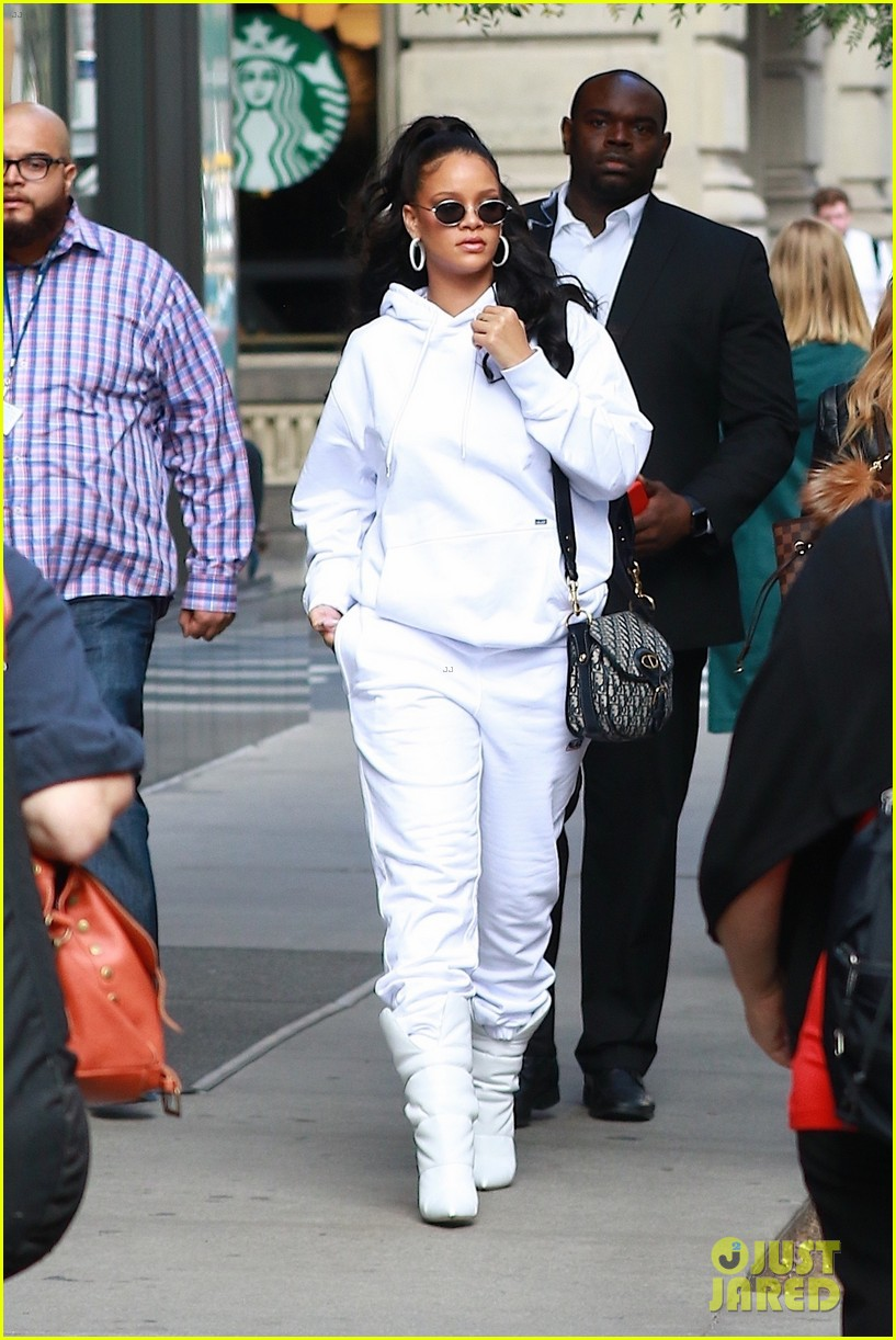 rihanna jets out nyc after fenty pep rally 013972208