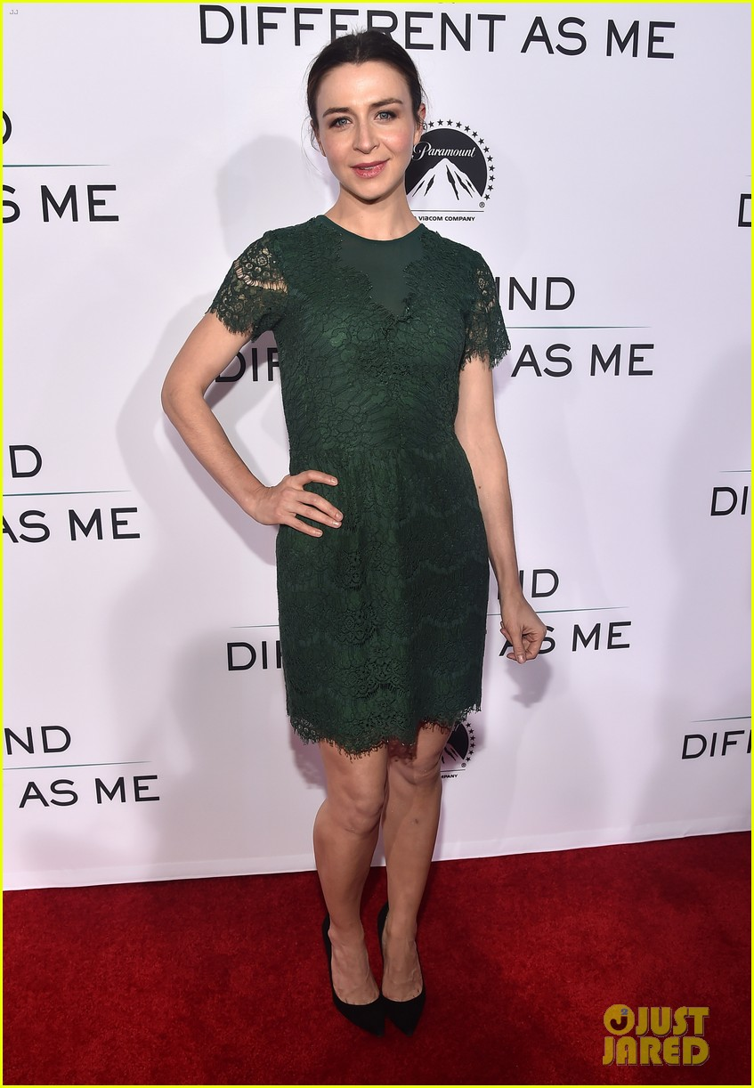 renee zellweger is pretty in yellow at same kind of different as me premiere 153971835