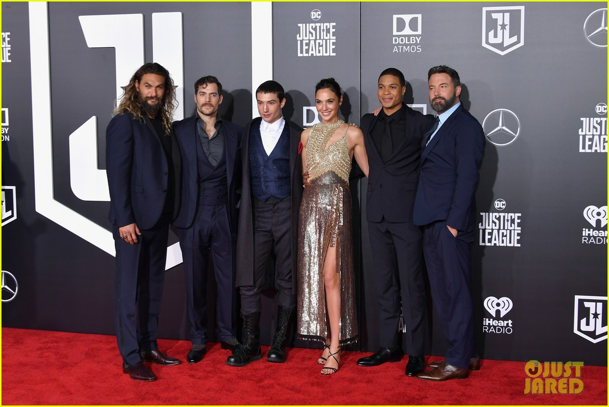ben affleck and henry cavill bring batman and superman to justice league world premiere 033987077