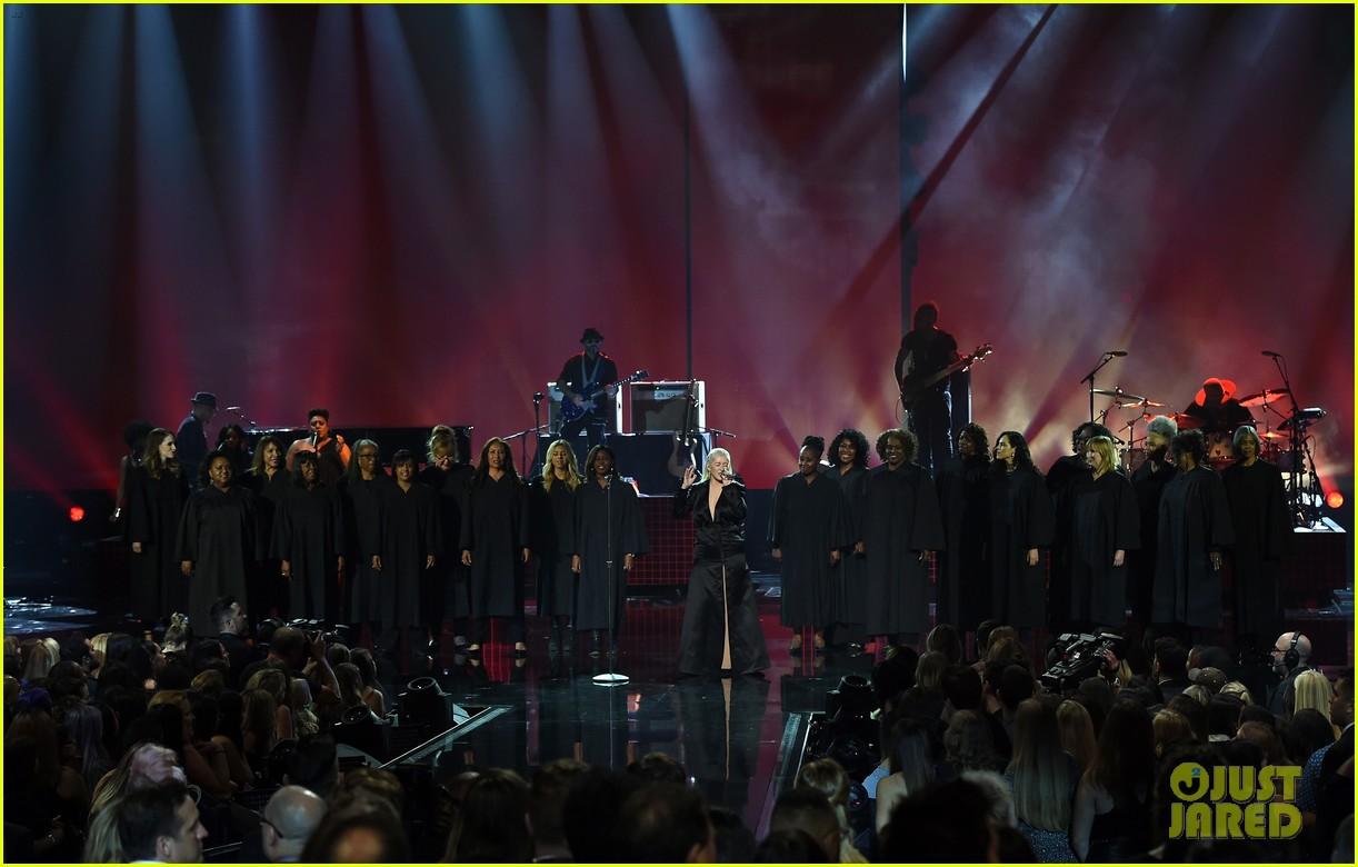 christina aguilera american music awards 2017 063990168