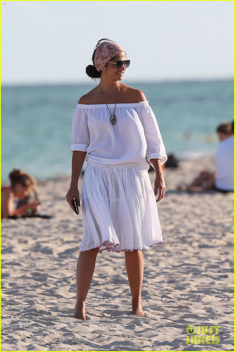 Matthew McConaughey & Camila Alves Soak Up the Warm Miami ...