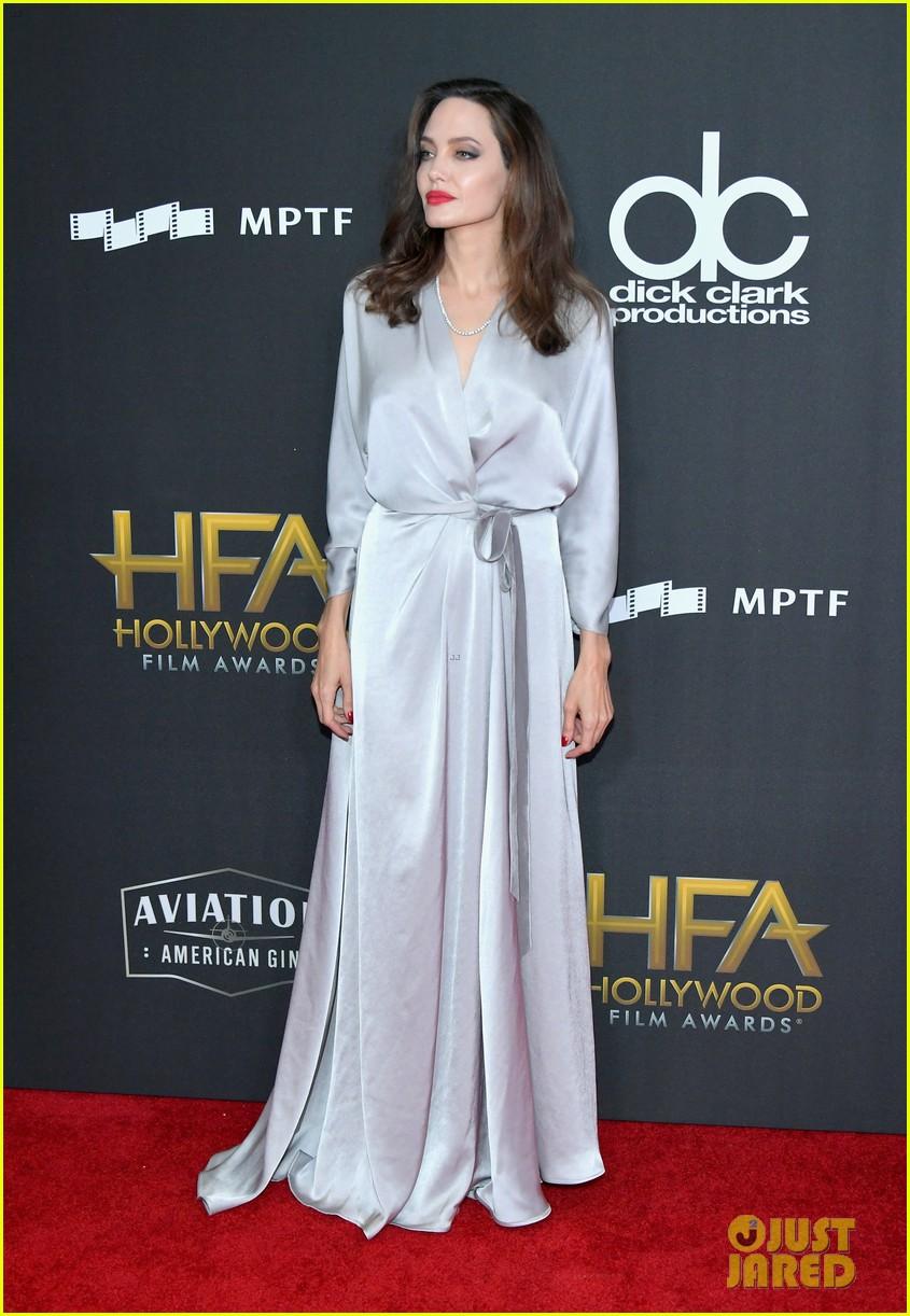 angelina jolie hollywood film awards 2017 013982812