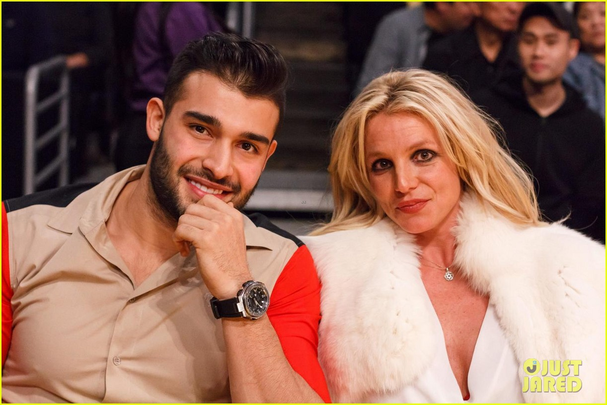 britney-spears-basketball-sam-asghari-06