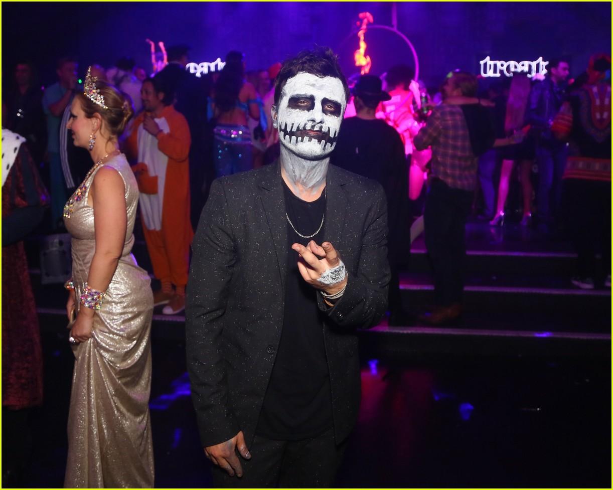 gerard butler treats party 083980770