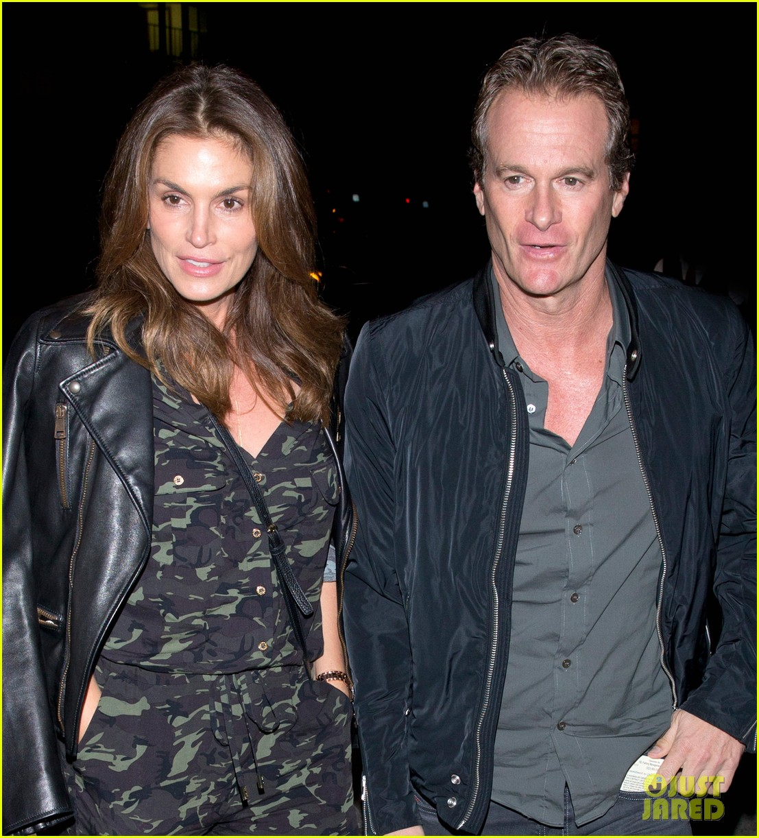cindy crawford goes camo for date night with rande gerber 043983065
