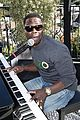 kevin hart gives impromptu performance at barclays uber visa card launch party 04