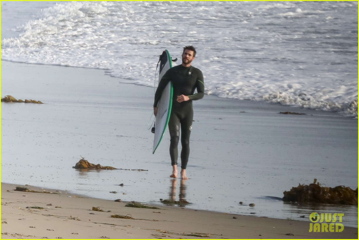 liam hemsworth spends the afternoon surfing in malibu 053994195