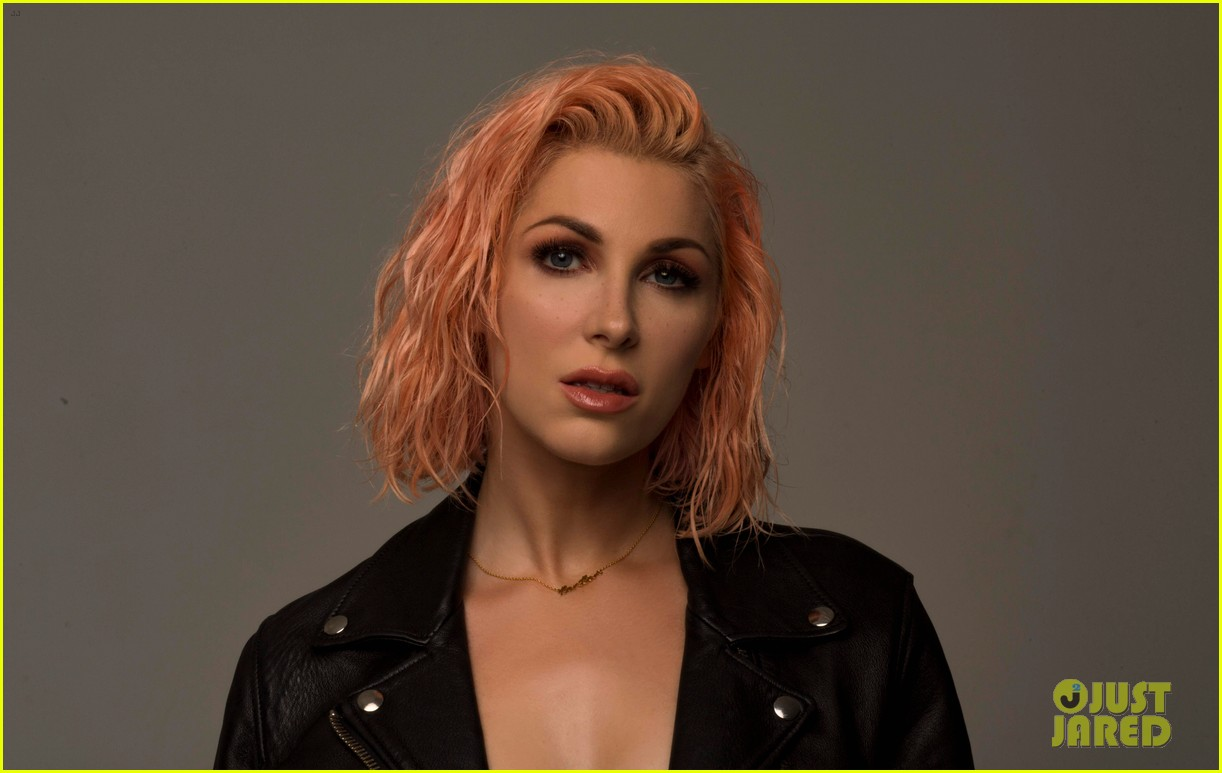 get to know bonnie mckee with these 10 fun facts exclusive 02