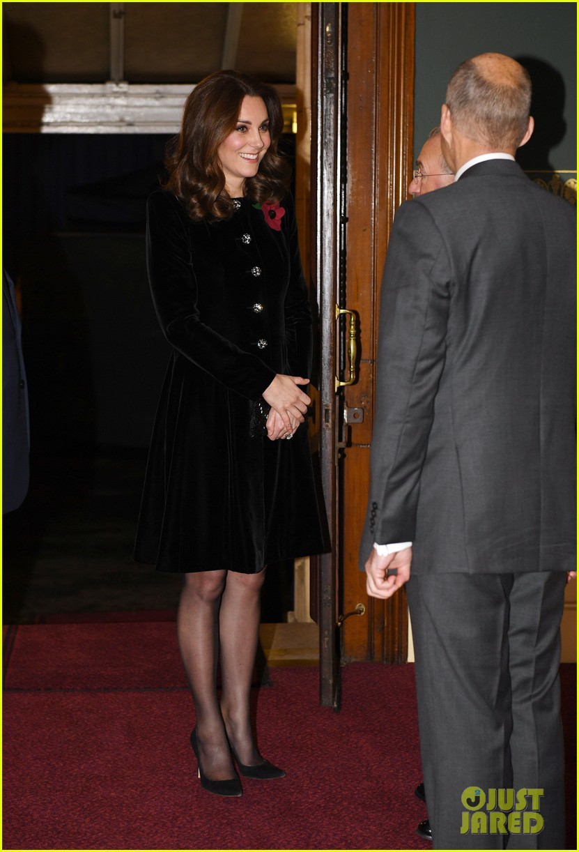 kate middleton joins the queen at festival of remembrance 013985843
