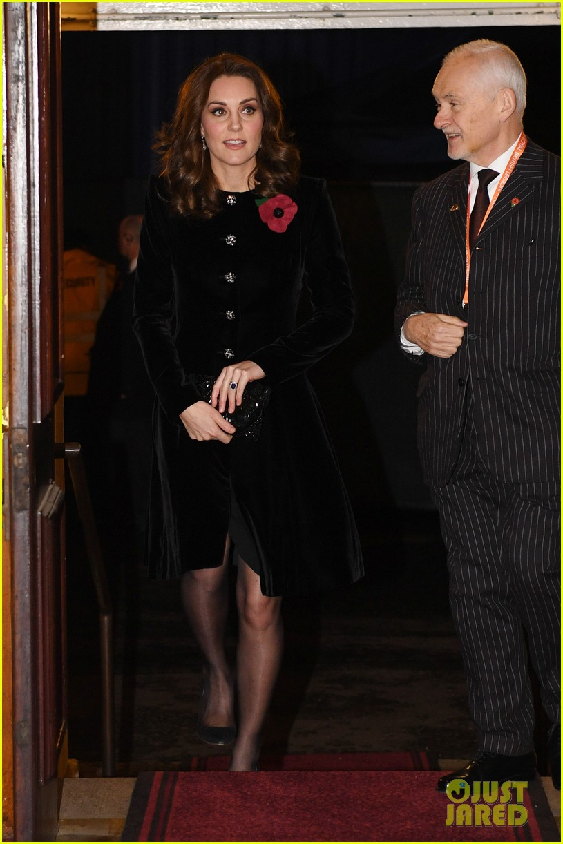 kate middleton joins the queen at festival of remembrance 033985845