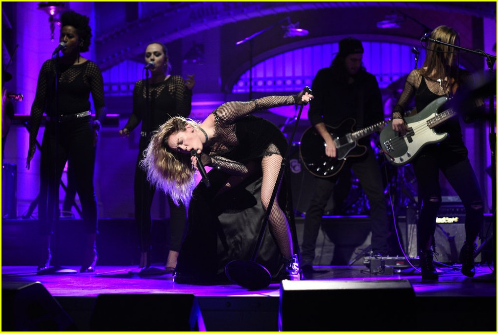 miley cyrus snl performances 033982603