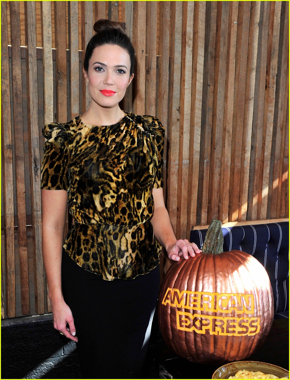 mandy moore celebrated friendsgiving a little early 033985527