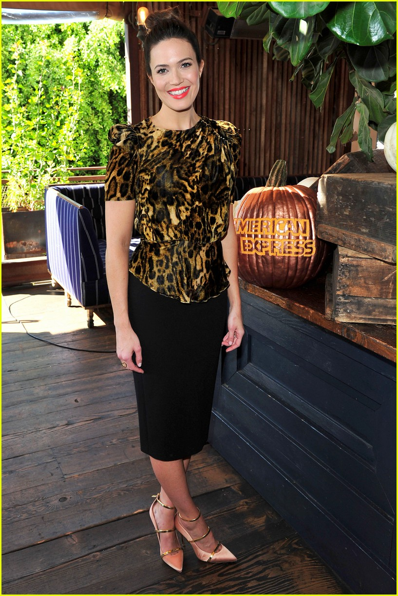 mandy moore celebrated friendsgiving a little early 043985528