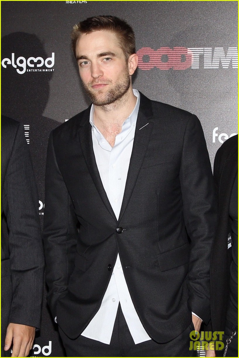 robert pattinson suits up for good time premiere in athens 013991747