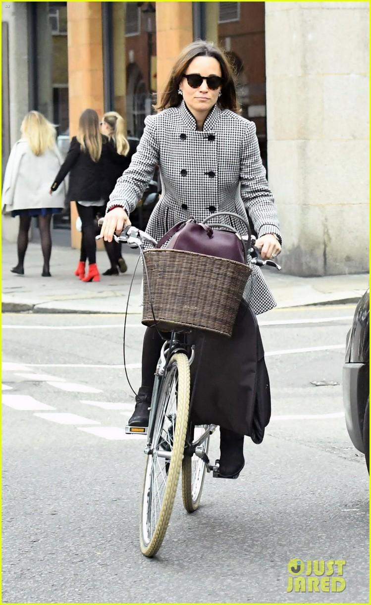 pippa-middleton-bike-01.jpg
